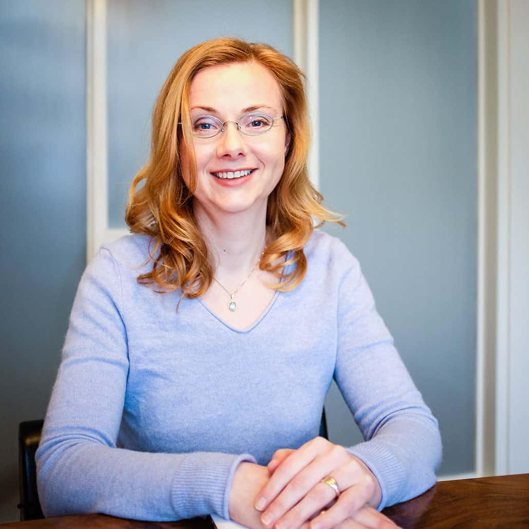 Drs. Nicole van der Heide heeft veel ervaring met 1-op-1 training Duits op alle niveaus. Ook voor een intensieve cursus Duits op maat bent u hier aan het juiste adres.